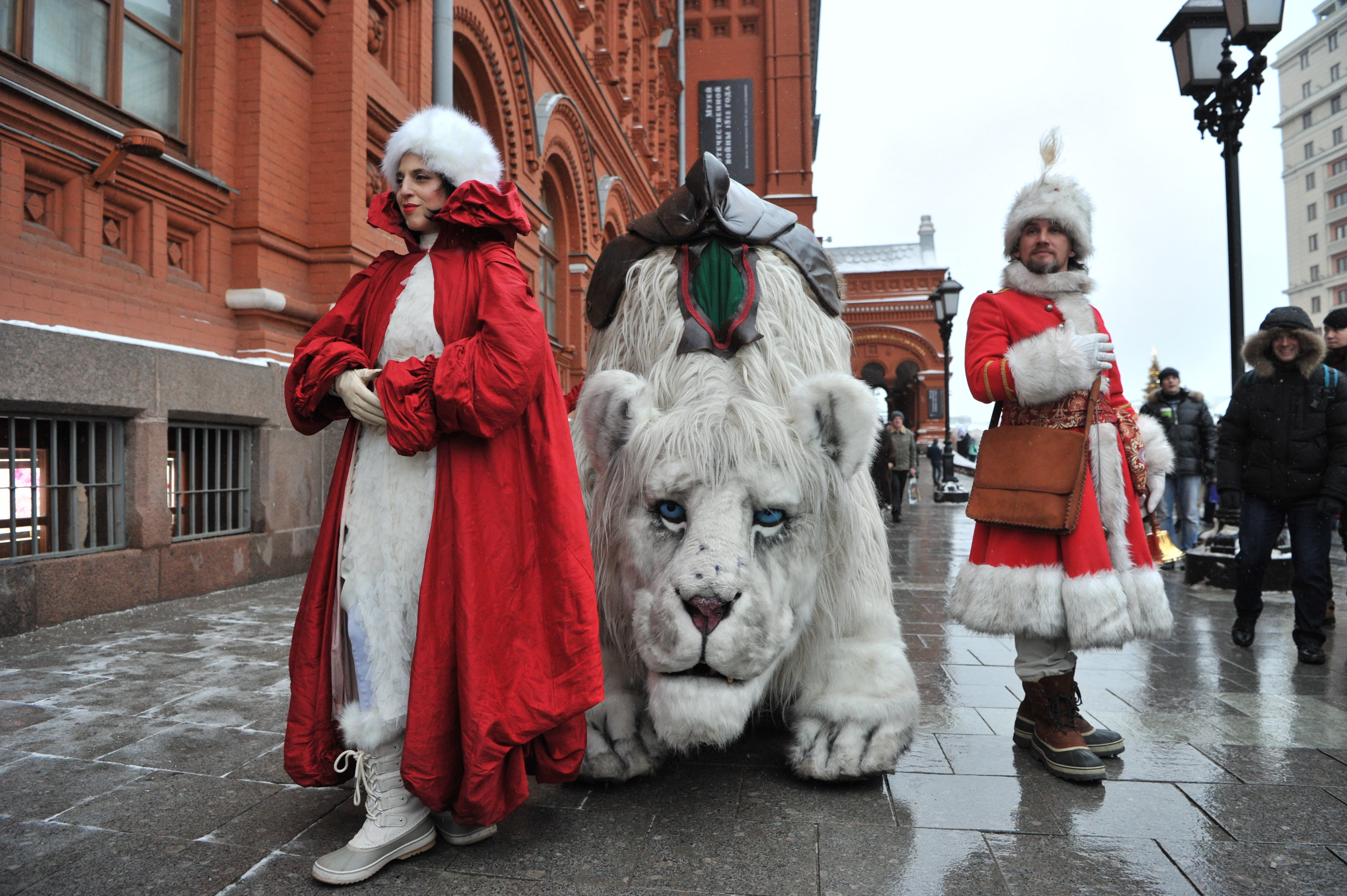 Snow Lion, Creature Encounter street theater, United Kingdom