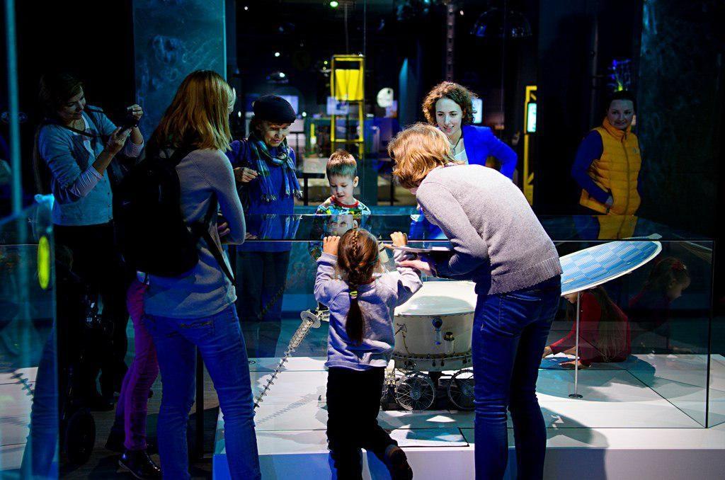 Экскурсия по экспозиции «Россия делает сама» – события на сайте «Московские Сезоны»