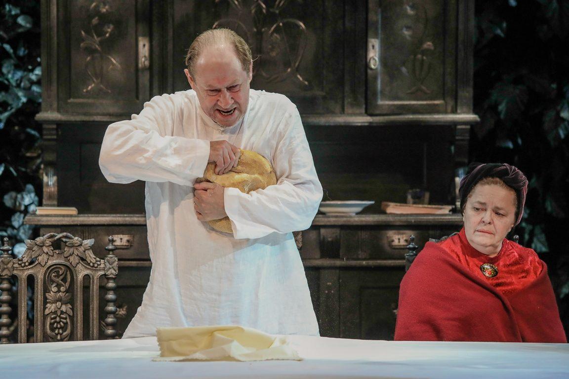 Спектакль «Мещане» в Московском губернском театре – события на сайте «Московские Сезоны»