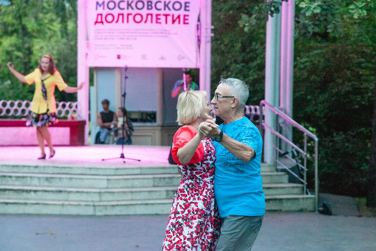 Танцуют все: в парках летом можно будет освоить буги-вуги и ... | 800x1200
