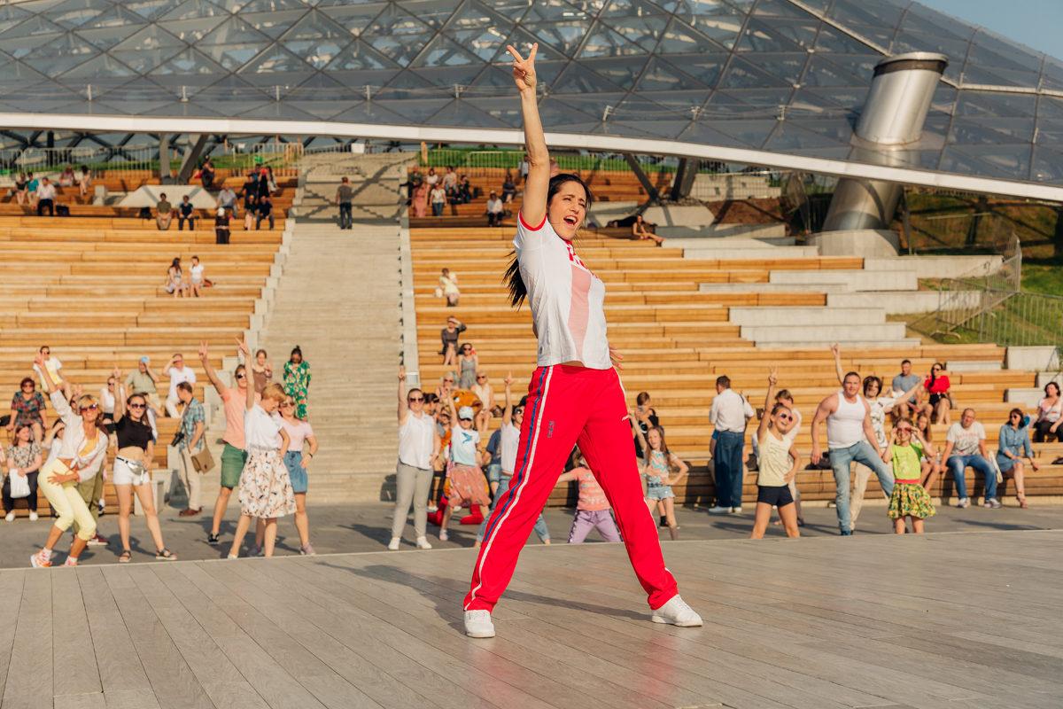 Веранда танцев» в парке «Сокольники» - Москва 2020 | 800x1200