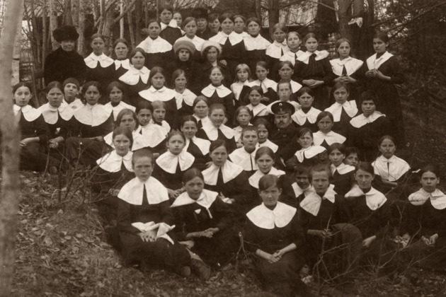 Выставка «Детская мода. 100 лет назад» в галерее «Загорье» – события на сайте «Московские Сезоны»