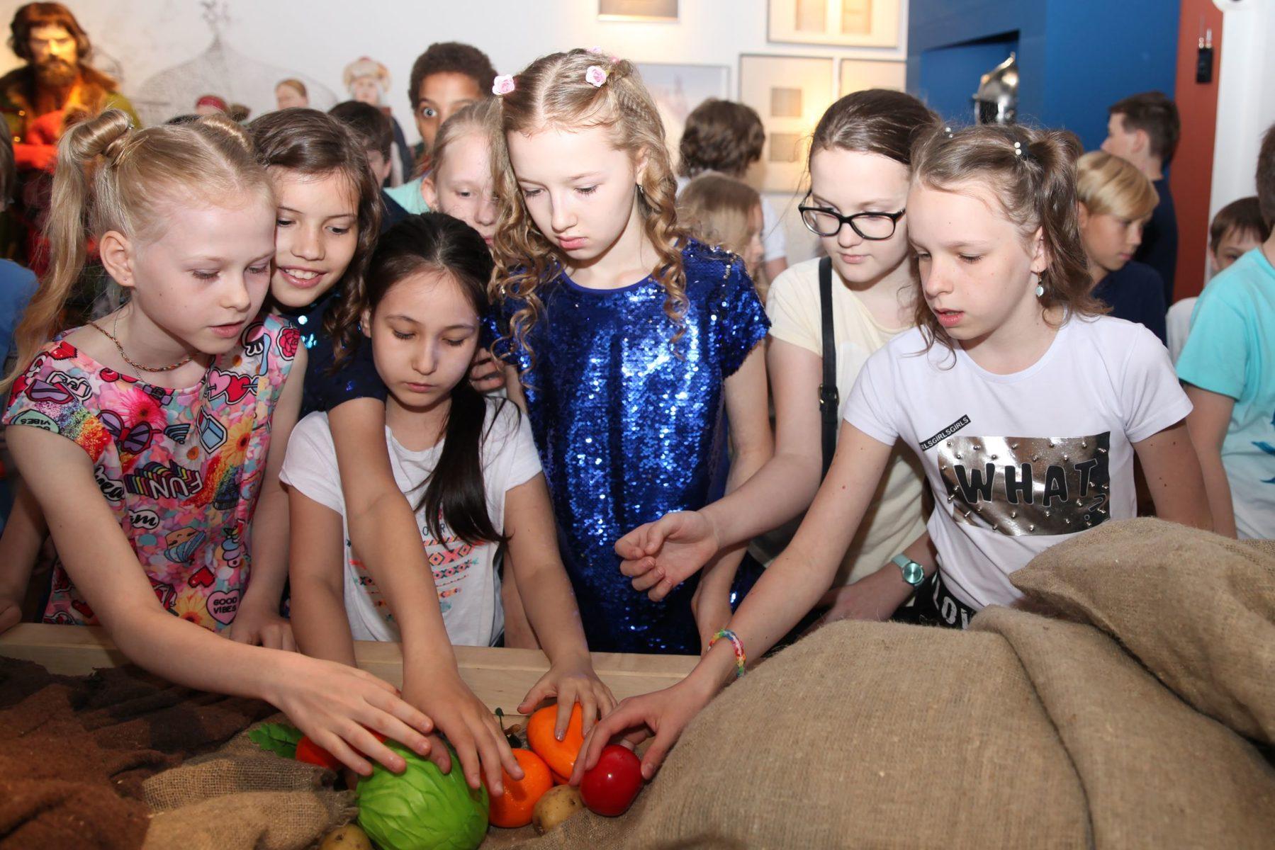 Праздничная программа «Перезагрузка 20.20: новый год сквозь время» – события на сайте «Московские Сезоны»