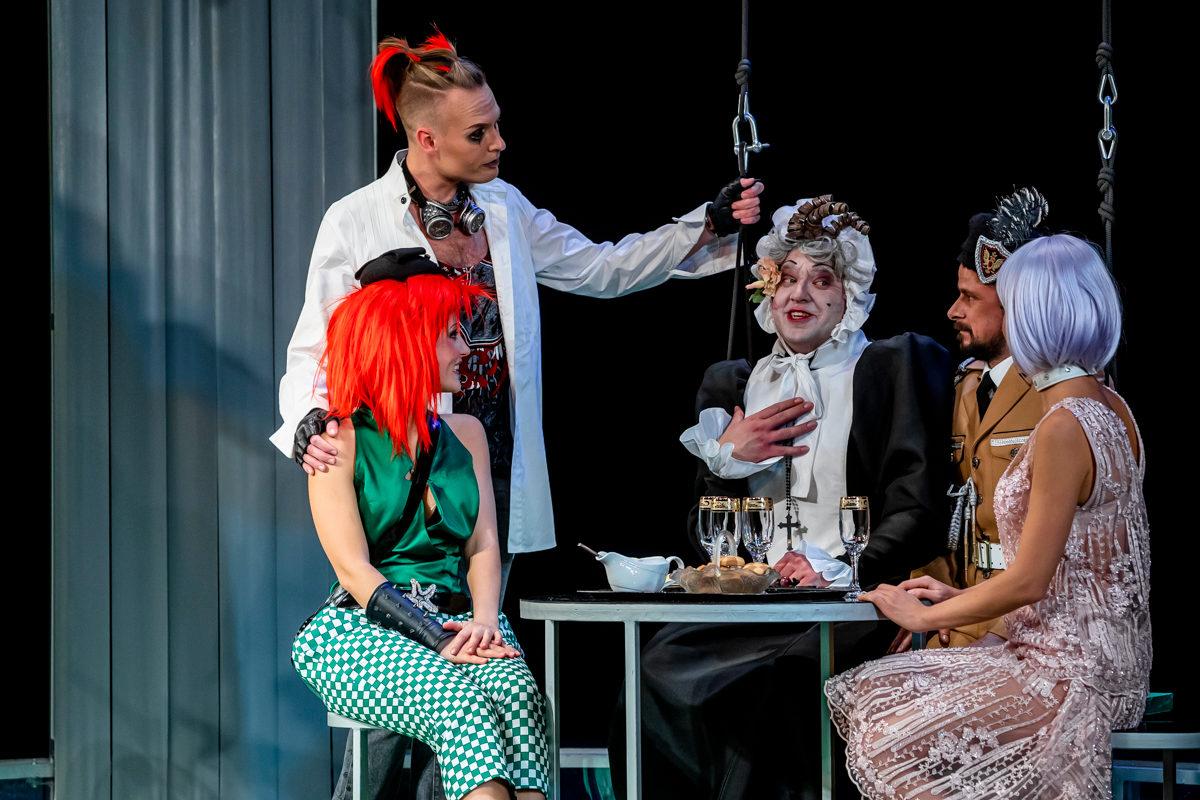 Спектакль «Тетка Чарли» в Театре Армена Джигарханяна – события на сайте «Московские Сезоны»