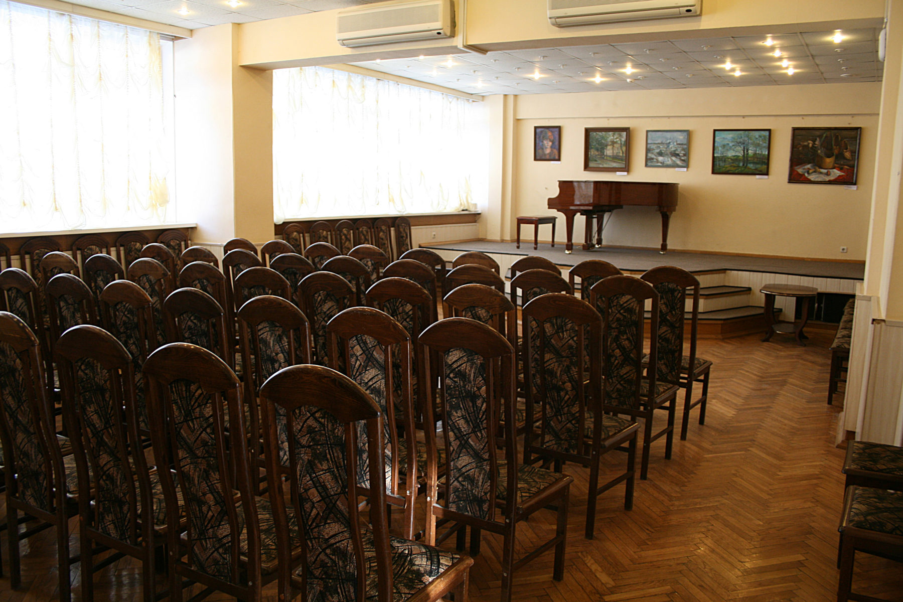 Выставка «Обыкновенное чудо» в клубе «Атом» – события на сайте «Московские Сезоны»