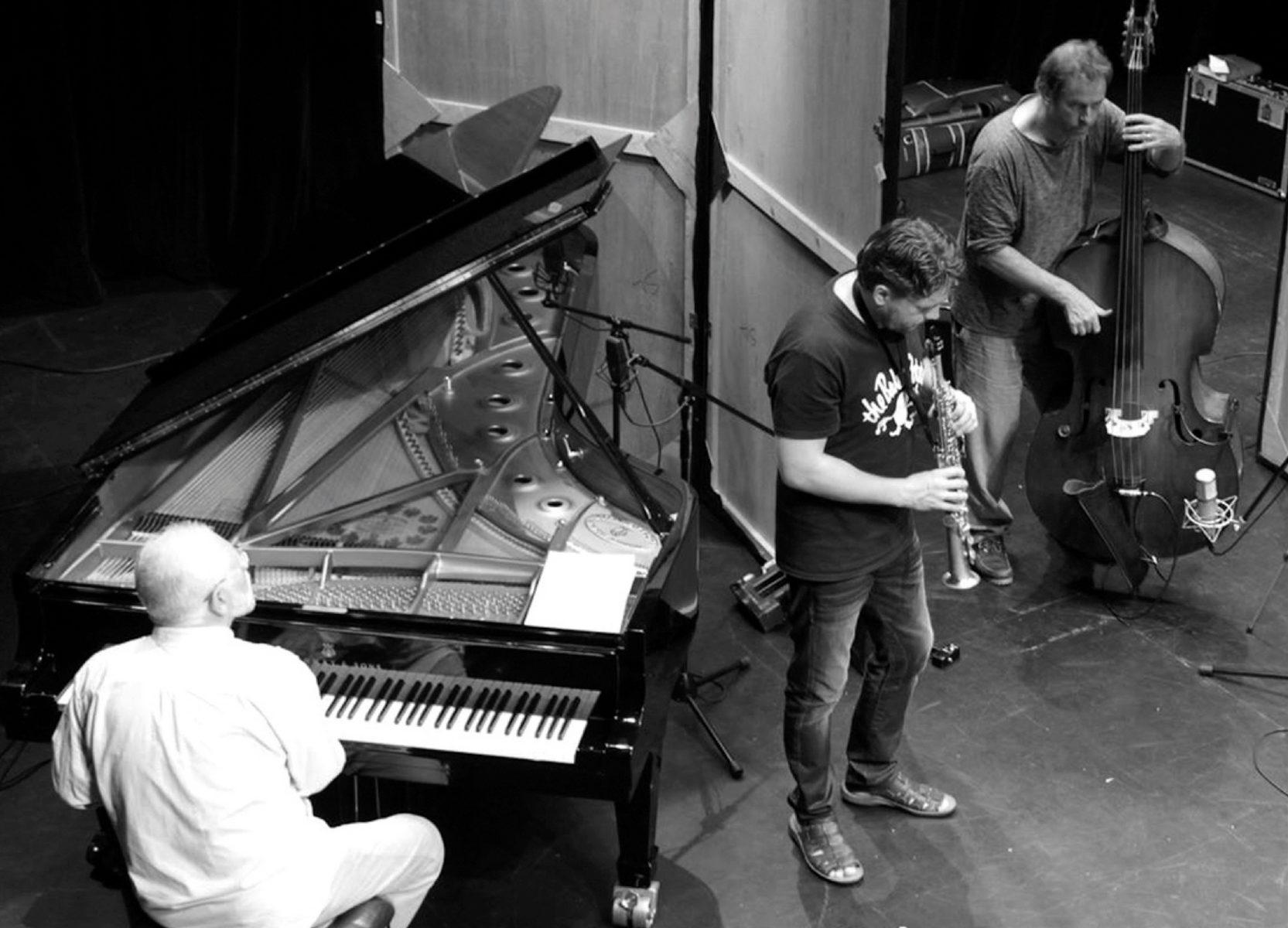 Концерт Under Different Sky – события на сайте «Московские Сезоны»