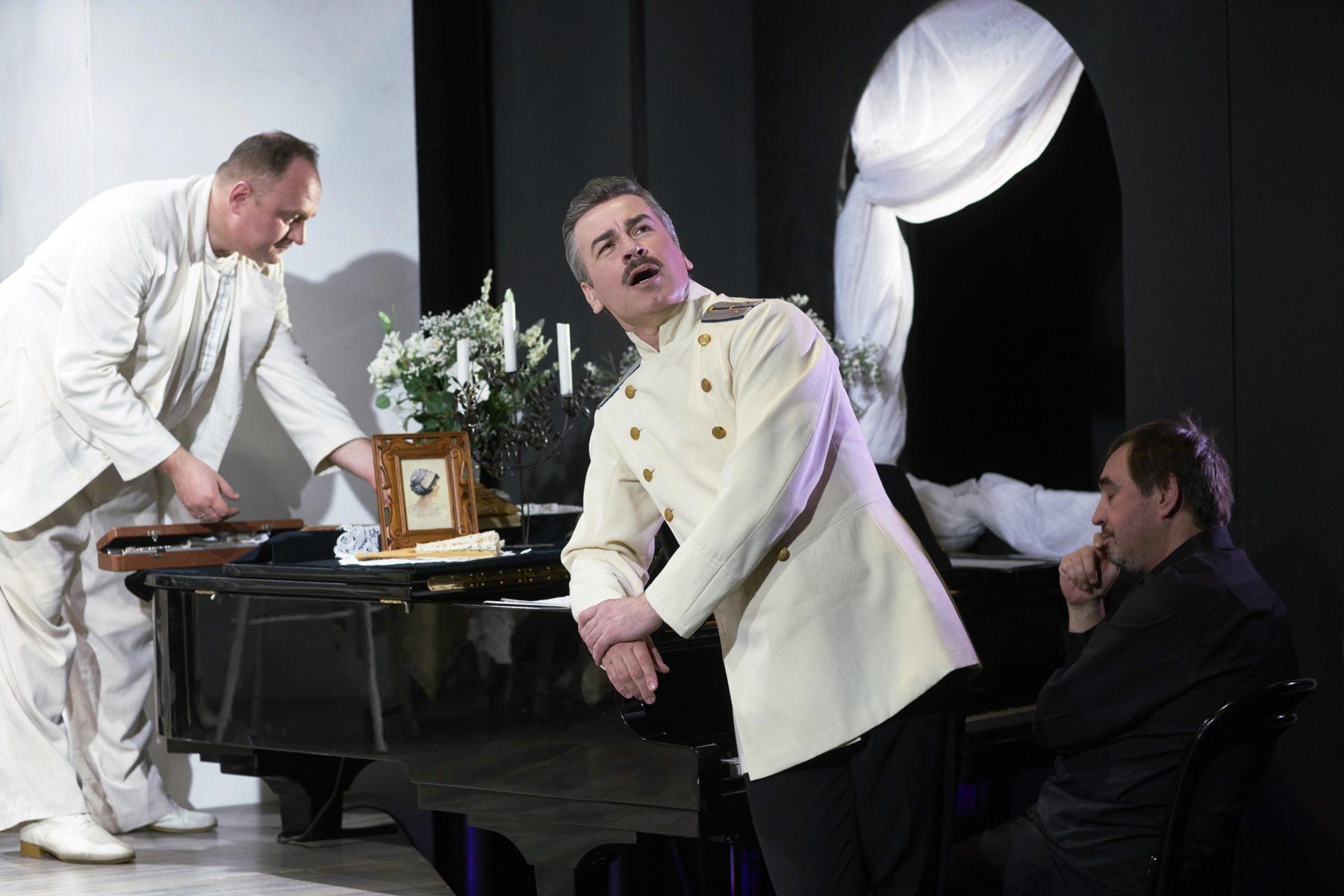 Спектакль «Снился мне сад…» в Театре музыки и поэзии  – события на сайте «Московские Сезоны»